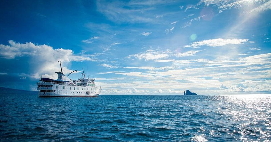 La Pinta Galapagos Ship - Features