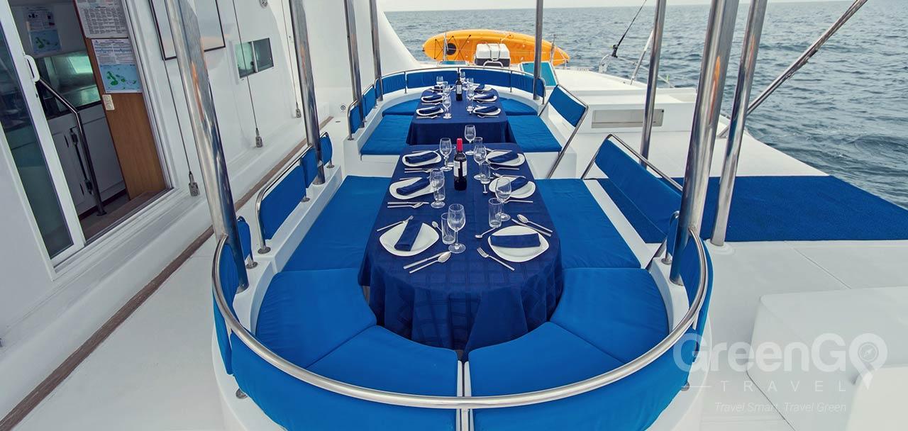 Nemo 1 Galapagos Catamaran - Dining Alfresco