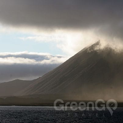 Volcanoes-in-the-Galapagos-Wolf-volcano