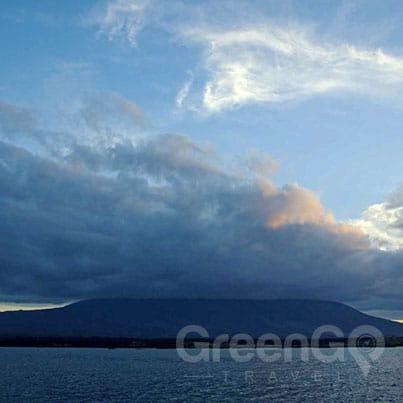Volcanoes-in-the-Galapagos-la-cumbre-de-Fernandina-volcano