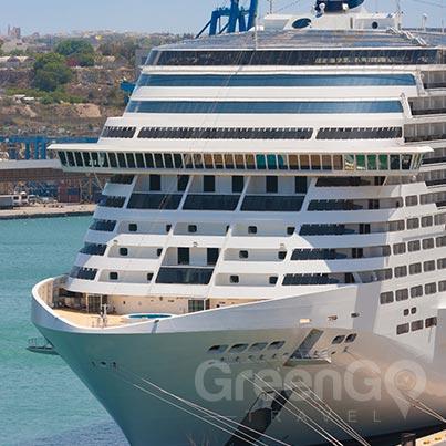 galapagos-vs-caribbean-large-ship