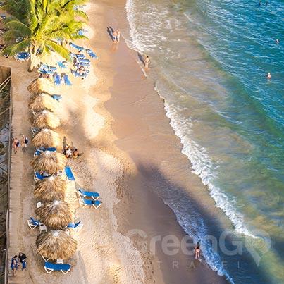 galapagos-vs-caribbean-white-beaches