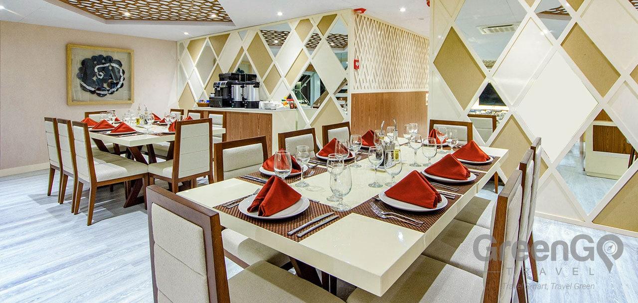 Elite Galapagos Catamaran - Dining Room