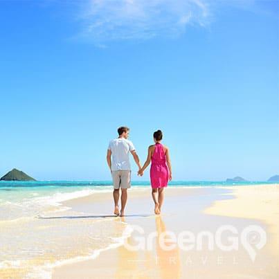 Galapagos-honeymoon-Couple-walking-on-beach