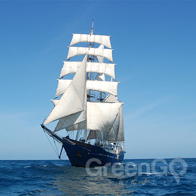 Mary-anne-galapagos-cruise-airfare-Maryanne-with-sails-up