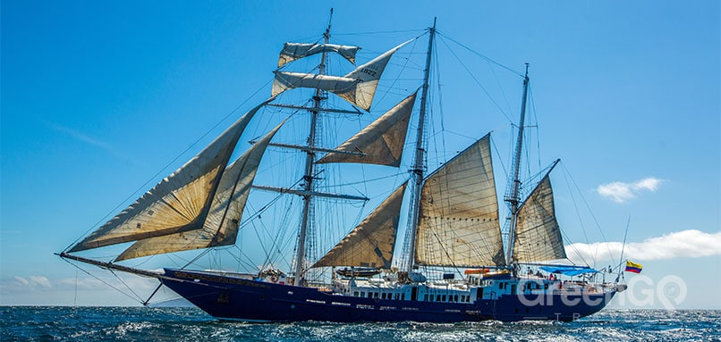 Mary-anne-galapagos-cruise-airfare-Side-view-Mary-Anne-sailboat