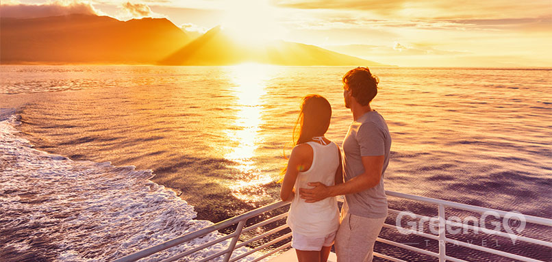 Sea-Star-Galapagos-Cruise-Honeymoon-Packages-Galapagos-Sunset-from-a-cruise