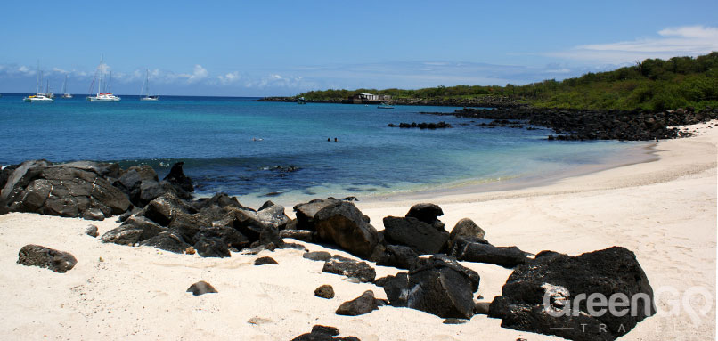 DIY-Galapagos-Travel-Guide-Playa-Mann